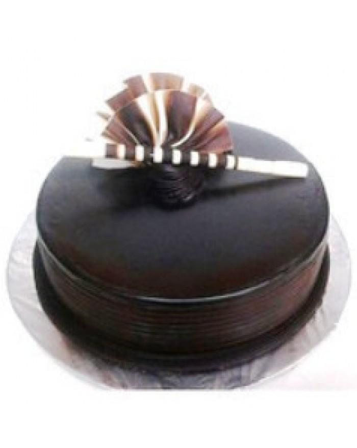Online Chocolate Truffle Cake Delivery In Kamala Nagar Delhi Noida