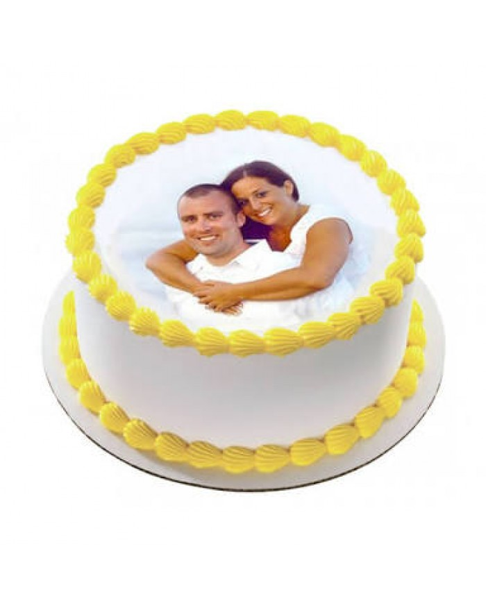 Round Shape Couple Photo Cake